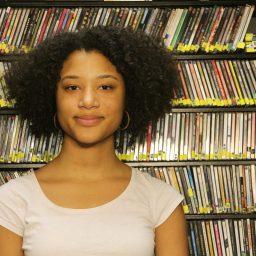 Sophia Abrams : Traffic Director